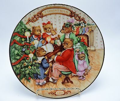 Avon 1989 Christmas Porcelain Plate With 22K Gold Trim
