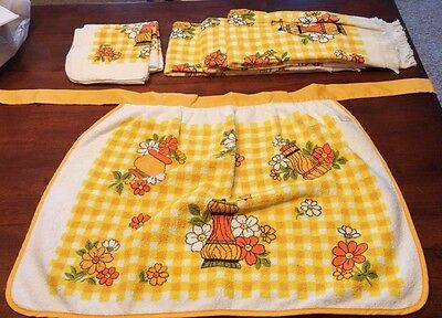 Vintage 1970's Matching Apron, Towels, and Wash Cloth Set