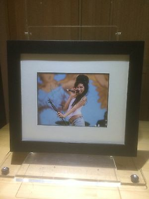 Excellent Amy Winehouse, Genuine Framed Autographed Photo With COA.