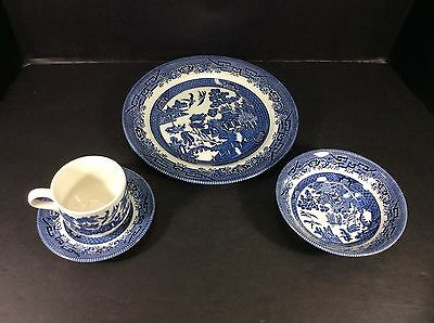 Beautiful Vintage Churchill England Blue Willow 4 Piece Place Setting