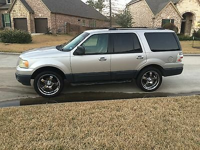 """2003 Ford Expedition XLT 2003 Ford expedition Clean interior 22"""" wheels New Tires runs great"""