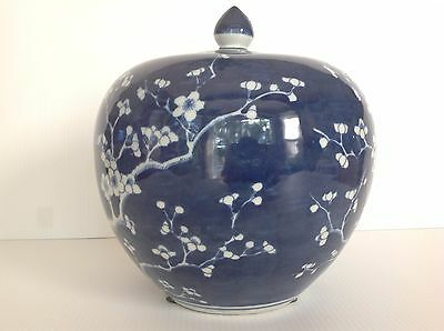 Pottery Barn/williams-Sonoma Blue And White Ginger Jar With Lid Melon New