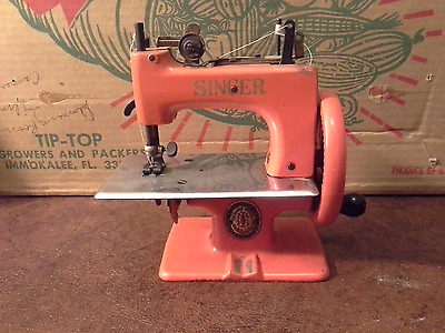 Singer Childs Toy Cast  Sewing Machine  Model 20