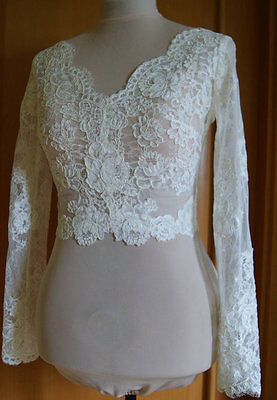 V Neck Long Sleeves Short Lace Wedding Bolero with Pearls Buttons Back