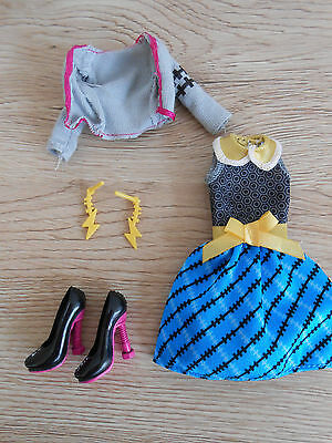 Monster High Frankie Stein Picnic Casket Outfit