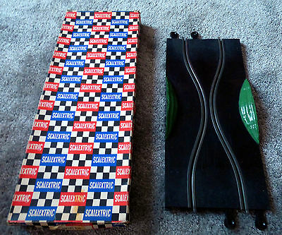 Scalextric Classic Track - Boxed Skid Chicane PT/78. Green Side Banks