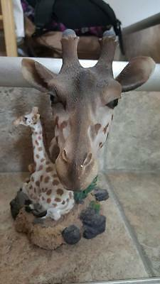 giraffe figurine Very lifelike and gets lots of compliments