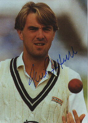 Phil Tufnell - Middlesex C.C.C. & England - Signed Colour Photograph.