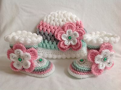 Hand knitted baby booties and hand knitted / hat   0-3 months