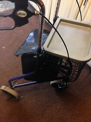 Three wheel mobility rollater