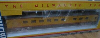 HO Scale Milwaukee Road 48 Seat Diner Passenger Car by Walthers