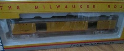 HO Scale Milwaukee Road Baggage Express Passenger Car by Walthers