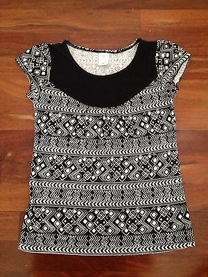 Girls Target Black & White Top, Size 9, Pilling From Wash & Wear