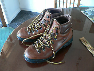 Scarpa hiking boots in superb condition size 7.5-suit new buyer RRP $300+