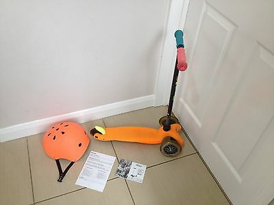 Micro scooter (limited edition) with Micro Orange helment small