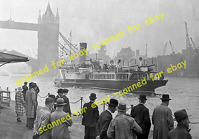 Photo - Laguna Belle paddle steamer, leaving Tower pier for Clacton, May 1936