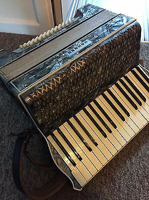 Hohner Accordian  48 Bass (case and straps) Collectors (Spillers Cardiff)