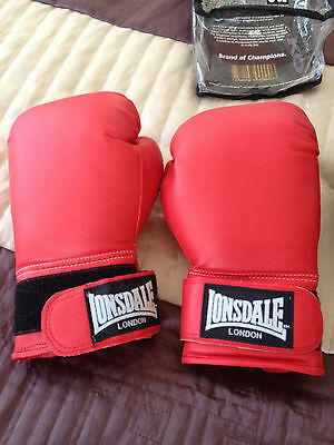 Lonsdale Boxing gloves 8oz Red in original packaging