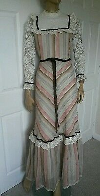 Genuine retro vintage peasant dress. Embroidered lace  size 8/10