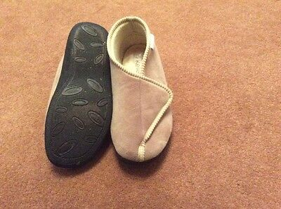 Ladies Slippers Size 3