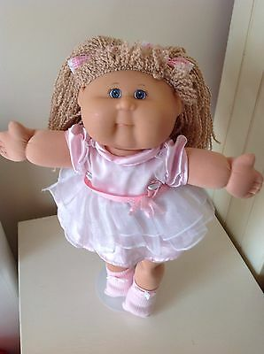 Cabbage Patch Kid - Play Along Girl - Blonde Crimped Yarn Hair & CPK Outfit