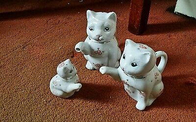 Family set of Chinese cat shape teapots