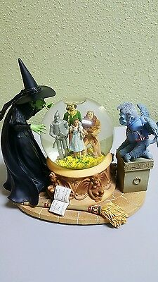 THE WIZARD OF OZ  Musical Snow Globe Wicked Witch Peering Dorothy Foursome