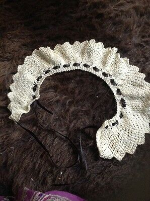 handknitted vintage collar with vlack ribbon