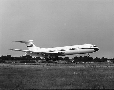 Vickers VC10 A40-AB landing at Brooklands