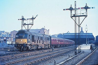 35mm DUPLICATE SLIDE - LOCO No. D5144 @ DUNDEE WEST