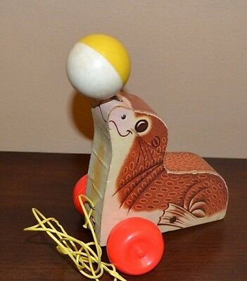 Vintage Fisher Price Suzie Seal #694 pull toy 1978 Sea Lion Balancing Ball