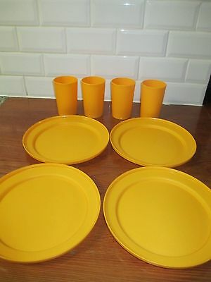 Tupperware Picnic Set - plates and tumblers x 4