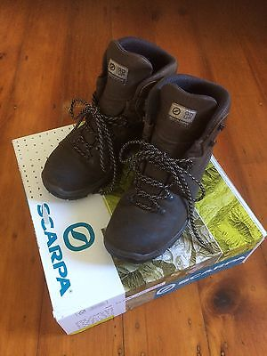 Scarpa Ladies Terra GTX Leather Hiking Boots **HARDLY WORN** Size 11/43