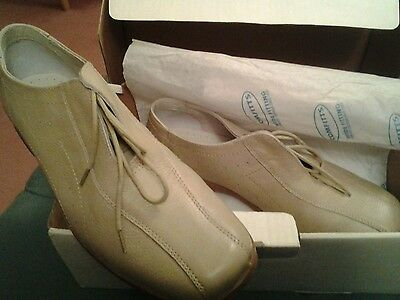 New...comfitts  Soft Leather Beige Lace Up Shoes ..size 8E