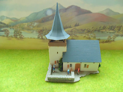 NICE OLD COUNTRY CHURCH WITH SCHOOL CHILDREN,,,PEOPLE,BUILDING  HO, 00 gauge
