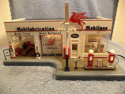 Danbury Mint Mobil Service Station with Lighted Clock & Gas Pumps 1:24 Scale