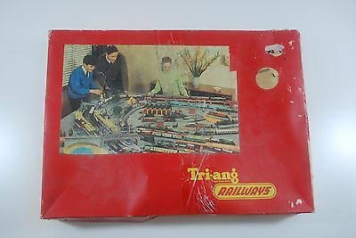 26 Pieces Tri-ang Series Track (HO/OO Gauge Railway) with 1 Train Car
