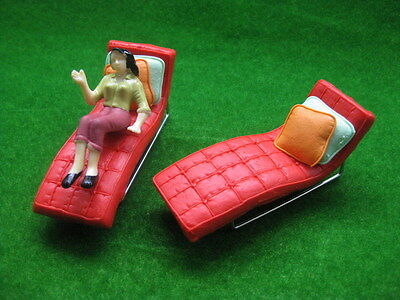 YZ2504 2pcs Model Sun Loungers 1:25 RED Recliner Deck Chair G Scale