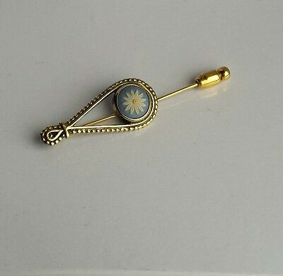 Sterling silver hallmarked gilt Wedgwood stick pin daisy cameo blue white