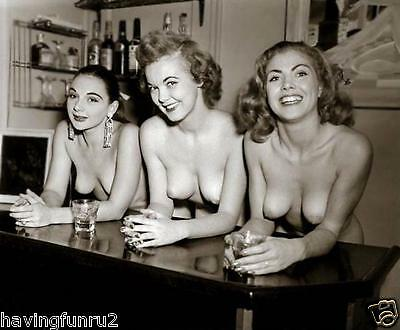 1950s Pinups 3 Nudes Leaning on Bar With Drinks 8 x 10 Photograph