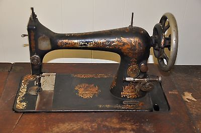 1910 Singer Manufacture antique Sewing Machine 107 years old