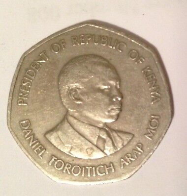 Republic of Keyna Five Shilling Coin 1985 - Good Condition