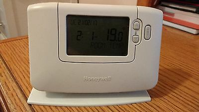 Honeywell CM927 Wireless 7 Day Programmable Room Thermostat With Stand