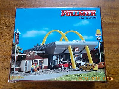 HO scale kit McDonalds drive-thru and attached McCafe