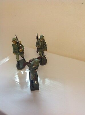 German toys Three attacking soldiers Lineol and Elastolin