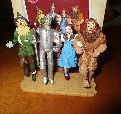 """'05 Hallmark Keepsake Ornament """"Off to See the Wizard!, The Wizard of OZ"""" w/Card"""