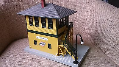 MTH-30-9055 CHICAGO NORTHWESTERN SWITCH TOWER, w/ADDED LAMP LIGHT, LN NO BOX
