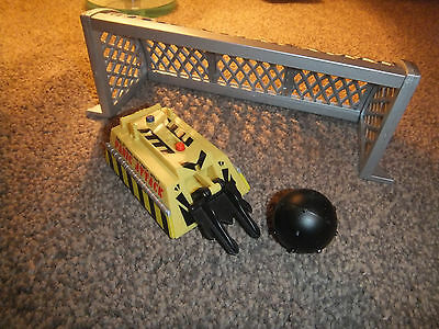 """Large 5""""-6"""" Friction Robot Wars Panic Attack + Ball & Goalpost Accesories - Mint"""