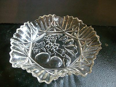 """Federal Glass 10.5"""" Pioneer Bowl / Ruffled With Fruit Center"""