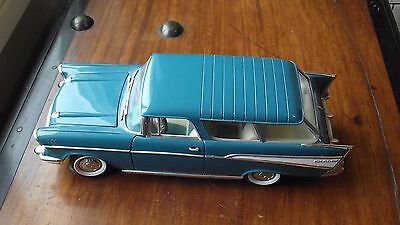 Road Tough 1957 Chevy Nomad Station Wagon 1:18 Scale Die Cast Metal Model Car